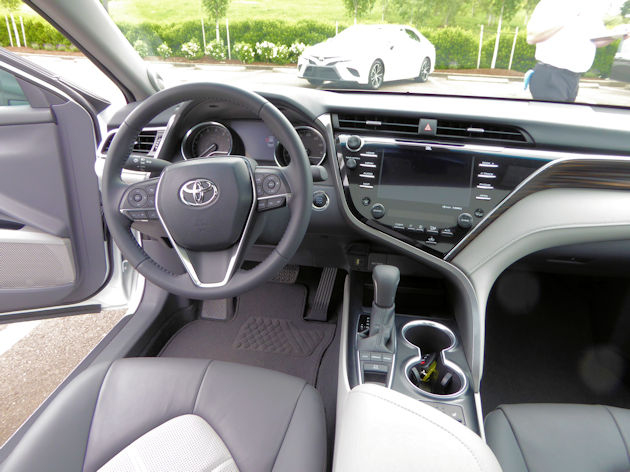 2018 toyota camry test drive our auto expert. Black Bedroom Furniture Sets. Home Design Ideas
