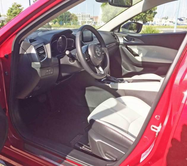 Mazda3-GT-5-Dr-Int