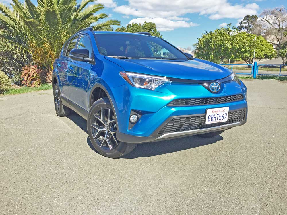 2018 toyota rav4 hybrid se awd test drive our auto expert. Black Bedroom Furniture Sets. Home Design Ideas