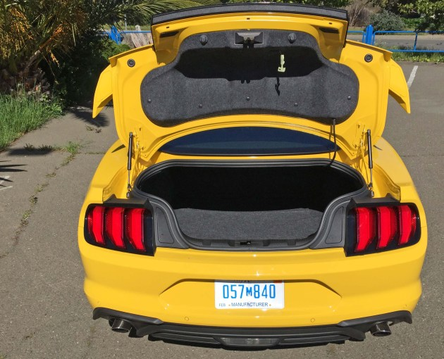Ford Mustang EcoBoost Cpe Trnk