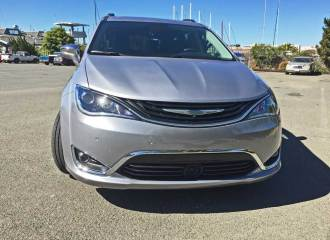 Chrysler-Pacifica-Hybrid-Nose