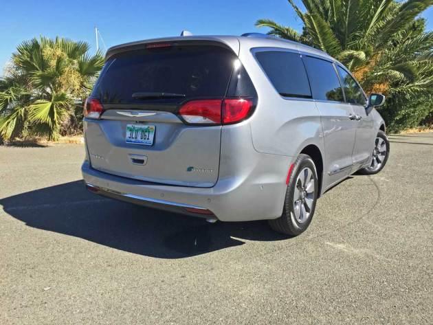 Chrysler-Pacifica-Hybrid-RSR