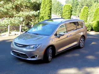 2018 Chrysler Pacifica Hybrid Test Drive