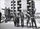 Τρίπολη, Λιβύη, Φεβρουάριος 1970. Κόσμος χαιρετά στου δρόμους της Τρίπολης