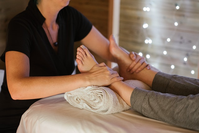 8 Tested Tips for Giving the Best Foot Massage During Pregnancy