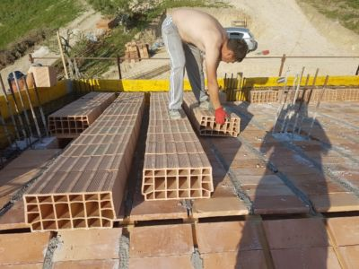 Adding Poroton on Top of roof of a new house being built in Le Marche
