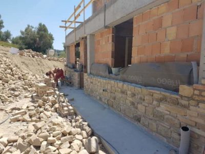 Putting Stone on the Front on a new stone house in Le Marche