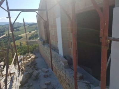 Top Floor Stonework at a new stone house being built in Le Marche