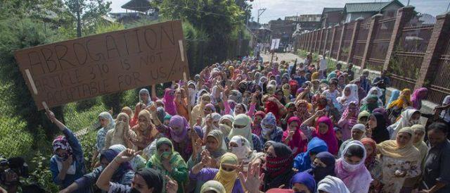 कश्मीर विवाद: धार्मिक प्रार्थनापछिको विरोध प्रदर्शनमा झडप