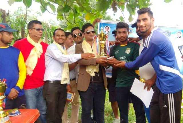 विराटनगरमा भएको 'सुपर ६ क्रिकेट ' को उपाधि मार्शल क्रिकेट क्लब विजयी, नगद २० हजार हात पार्यो