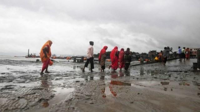 भारतमा आएको बुलबुल चक्रवत आँधीका कारण हजारौं प्रभावित, बंगलादेशको मार्टिन टापुमा पनि सयौं फसे