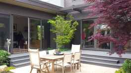 Courtyard with dining set