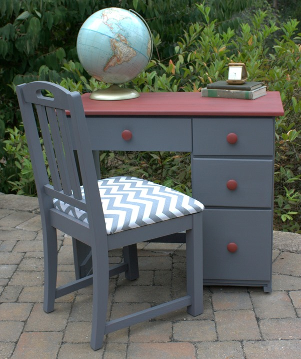 25 Farmhouse Style Gray Painted Furniture Ideas - Centsible Chateau #graypaintedfurniture #farmhousestyle