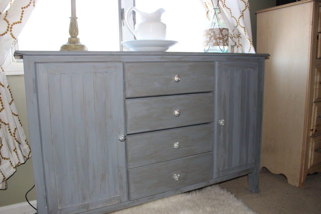 Genial 25 Farmhouse Style Gray Painted Furniture Ideas   Centsible Chateau  #farmhousestyle #refinishedfurniture #grayfurniture