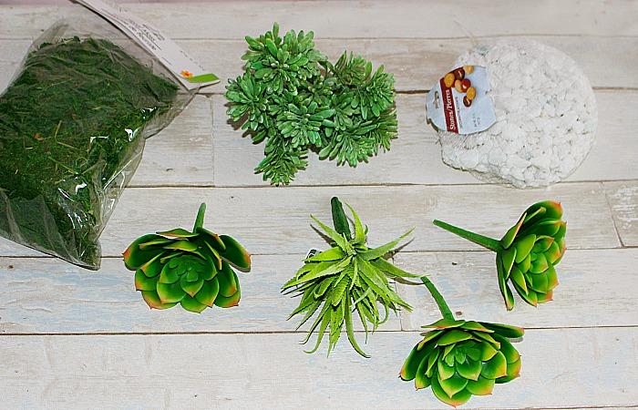 How To Make A Beautiful Succulent Terrarium Centsible Chateau #succulentterrarium #succulents #terrarium
