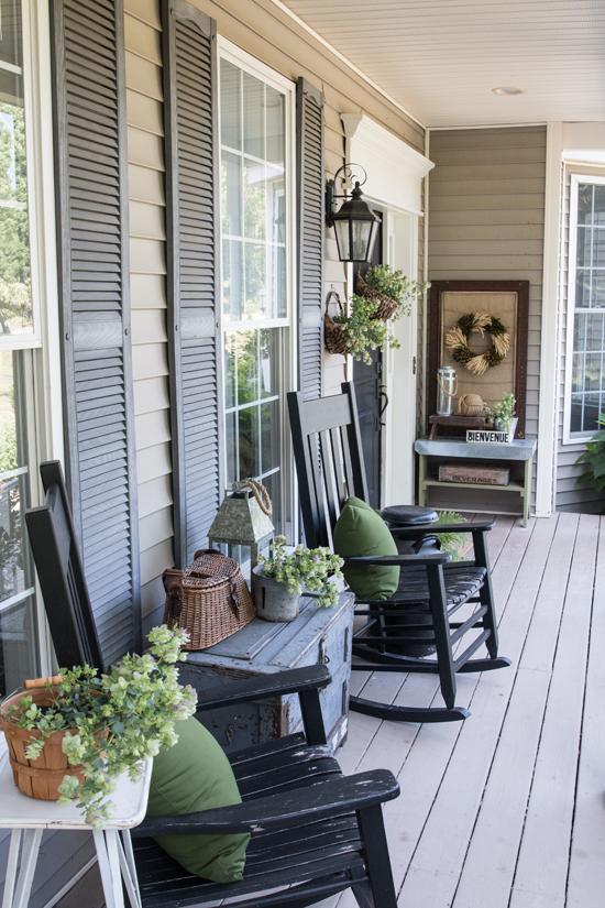 Farmhouse Style Porches - Centsible Chateau #farmhouseporches #farmhousestyle #porches