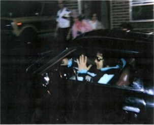 this-is-a-snapshot-of-elvis-pulling-into-graceland-with-girlfriend-ginger-alden-august-16-1977-after-a-visit-with-a-dentist