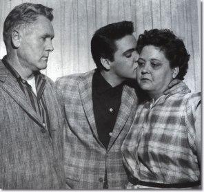 vernon-elvis-gladys-march24-1958-2