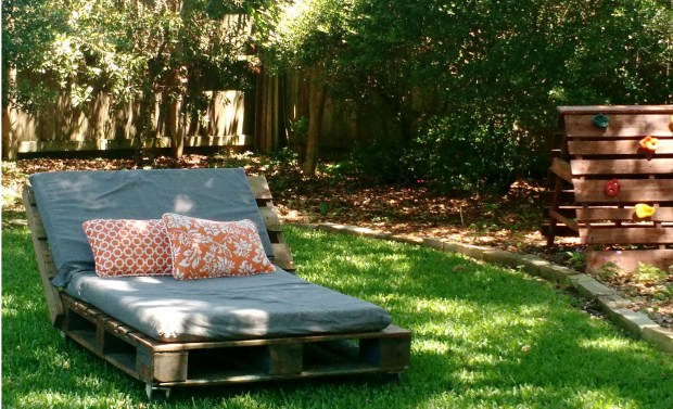 Pallet DIY Upcycled lounger