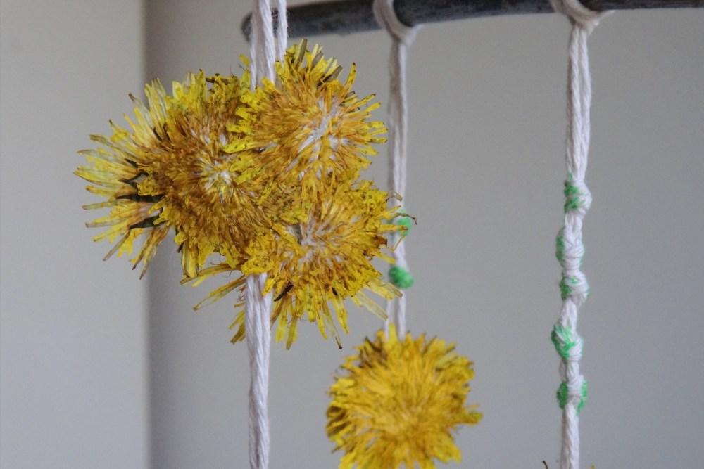 DIY Nature Inspired Dandelion Mobile (12)