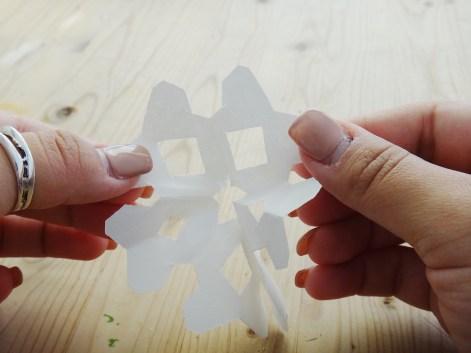 Paper Snowflake DIY Christmas Decor (3)