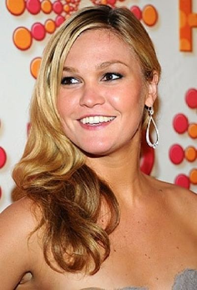 Julia Stiles hairdo with beachy waves Emmy 2011