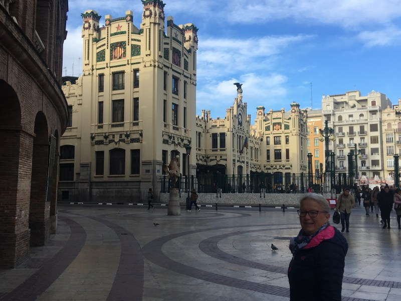 A walking tour of the city - València train station and bull ring