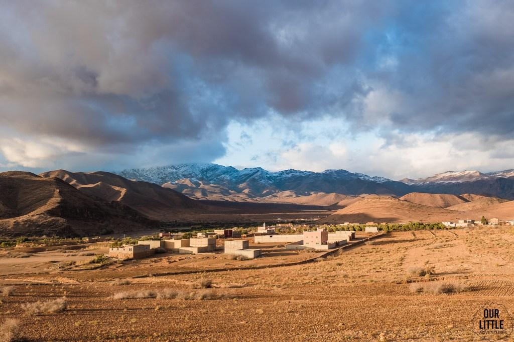 Widok na góry atlas w styczniu, południe Maroka