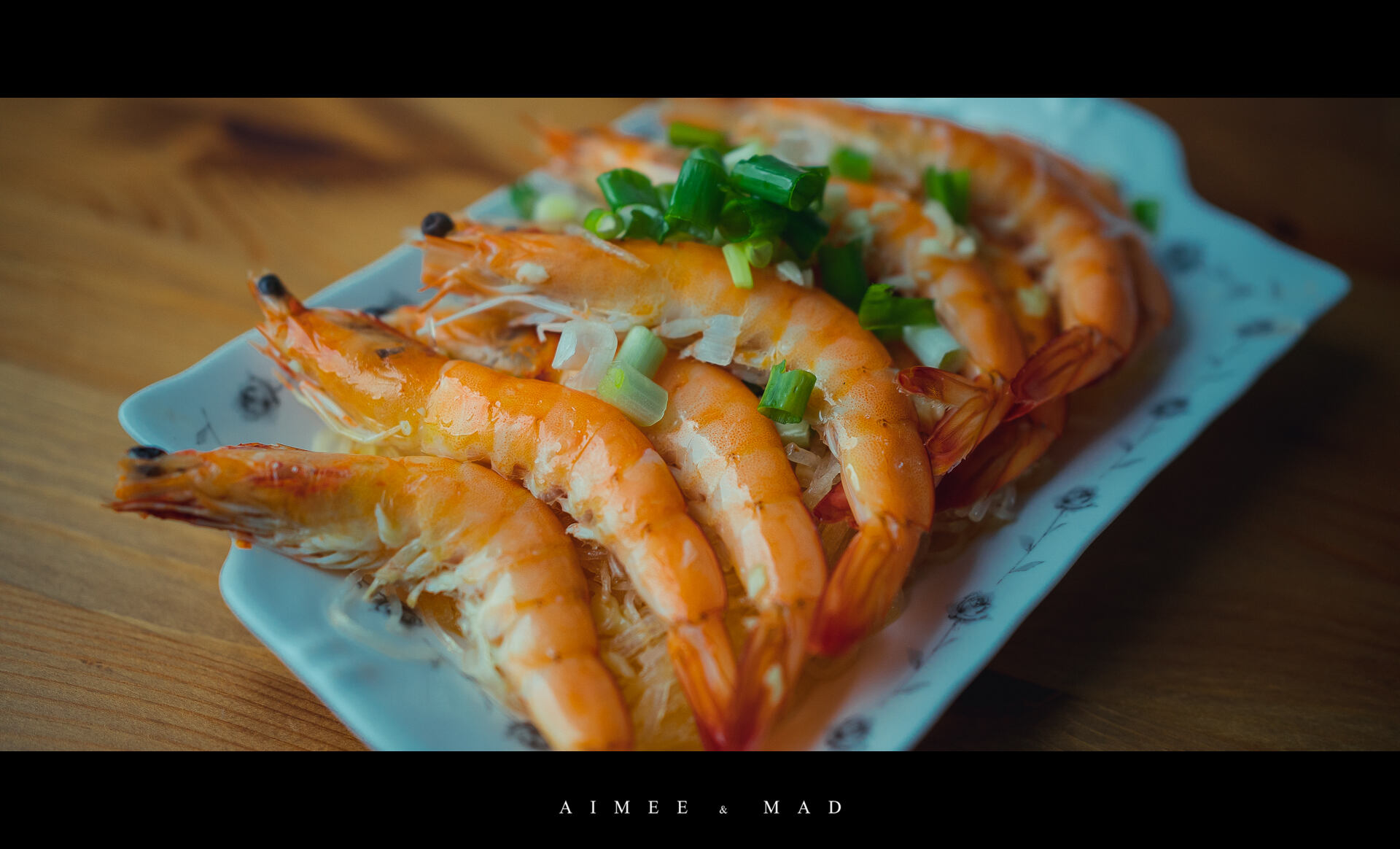 【年菜料理】奶油蒜蓉蒸蝦、胡椒蝦、金沙中卷,一小時內完成三道菜!