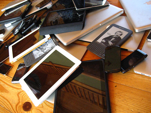 By Jeremy Keith (Flickr: Device pile) [CC-BY-2.0 (http://creativecommons.org/licenses/by/2.0)], via Wikimedia Commons