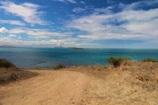 Petite route vers la plage Ouano