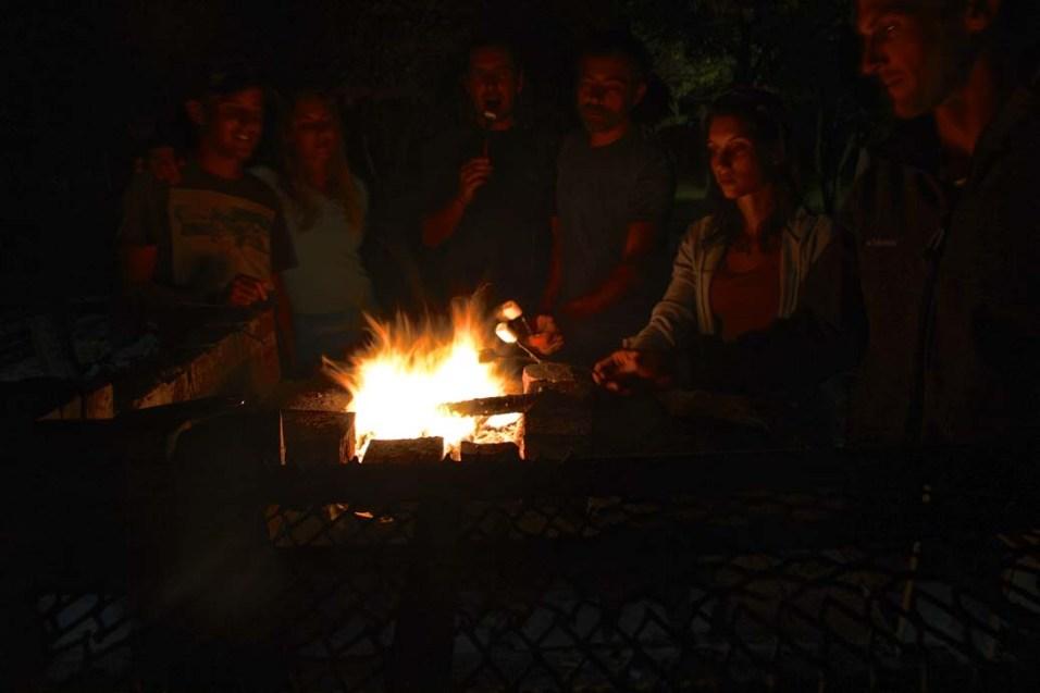 Chamallows grillés entre amis