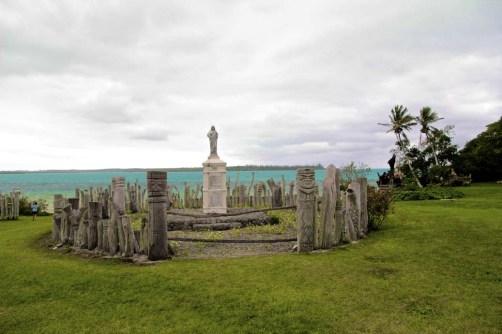 baie Saint-Maurice et sa statue de la vierge entourée de Totems