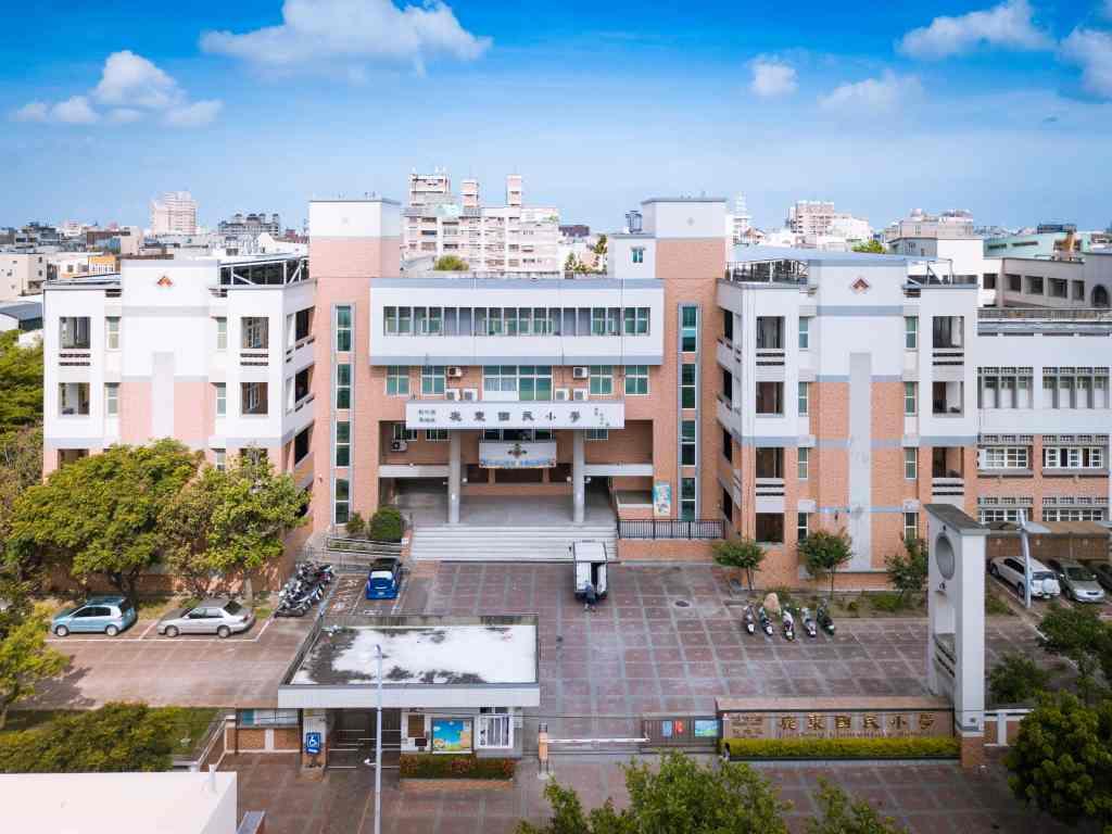 校園晴天空拍照