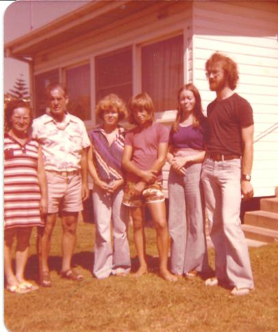 Adams Family in Thirroul 1977 ... so groovy ?
