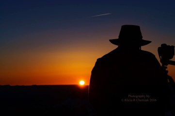 photographer-at-sunrise-bryce-canyon