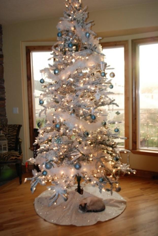 white-christmas-tree-ornaments