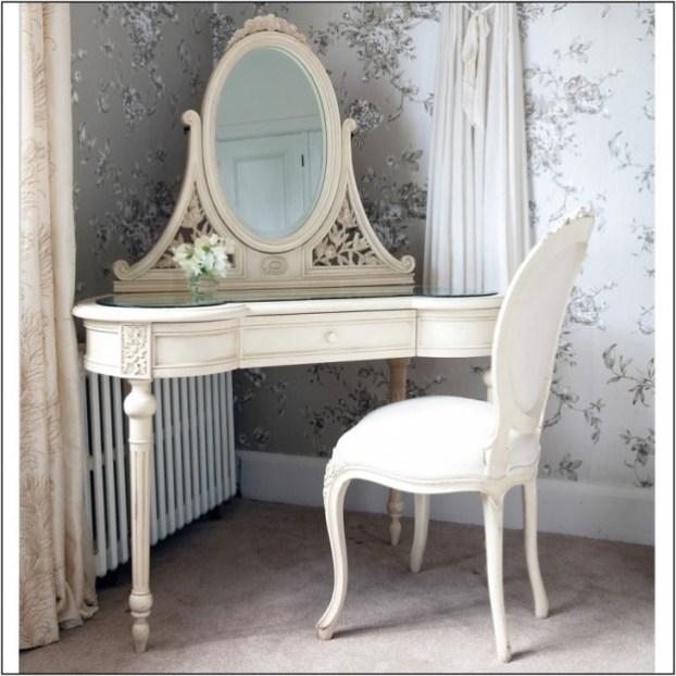 -bedroom-vanity-with-mirror