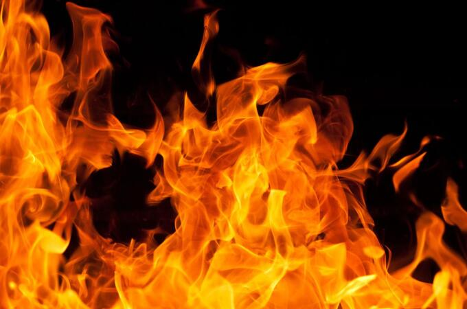 After taking father out for dinner, 22-year-old woman set him on fire
