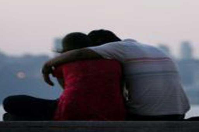 अनैतिक संबंधात अडसर ठरणाऱ्या पतीची केली हत्या; प्रियकरासोबत महिलेला अटक