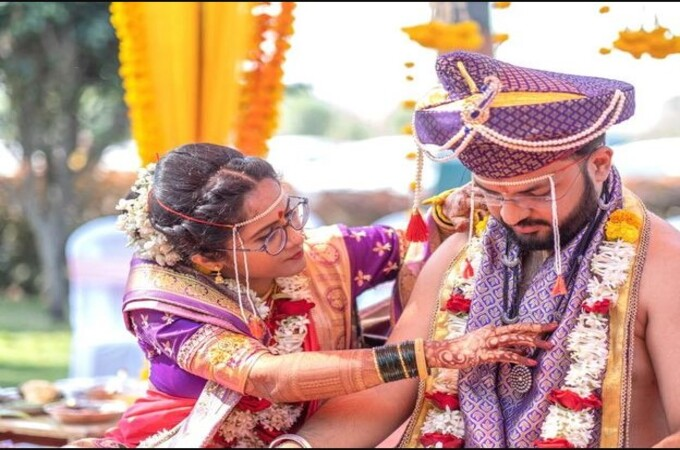This Bride And Groom tied Mangalsutra Around Each Other's Neck