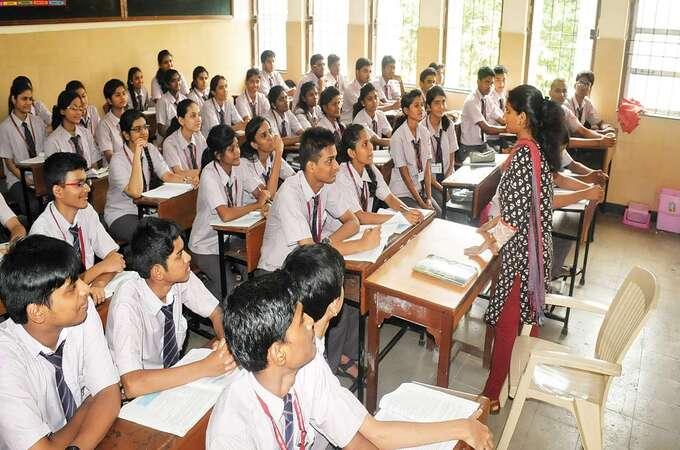 शाळांनी २०२०-२१ या सत्रासाठी शुल्क कमी करावे, सुप्रीम कोर्टाची सूचना