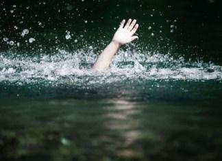 नदीत डोंगा उलटून तीन मुलींचा पाण्यात बुडून अपघाती मृत्यू; नावाड्याचा मृतदेह गायब