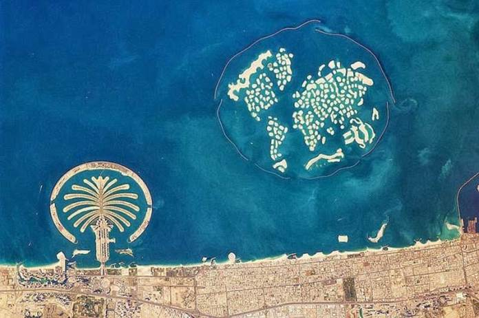 DUBAI অনেকটা উচু থেকে এই পৃথিবীটা দেখতে কেমন? আসুন আজকে দেখি মহাকাশ থেকে পৃথিবী দেখতে যেমন