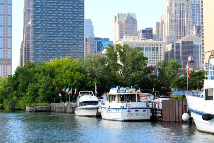 A trip aboard First Lady Cruises' architecture river cruise on the Chicago River. // Family Travel | Travel with Kids | Chicago Trip Ideas