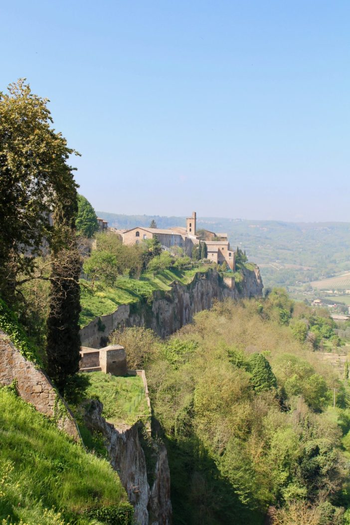 Orvieto, Italy is the perfect stop between Florence and Rome. Here's why! // Italy Itinerary | Umbria | Family Travel | Italy with Kids | Vineyards | Agriturismo | Orvieto Duomo | Local Italy