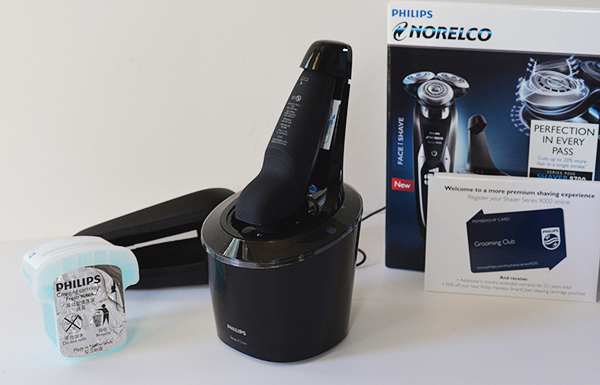 Philips Norelco Series 9000 Shaver 9700 includes