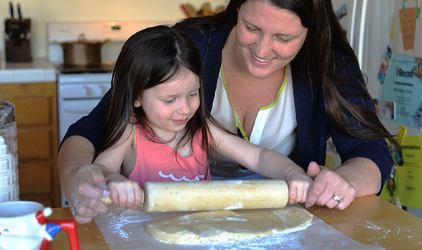 mia and mommy baking kitchen