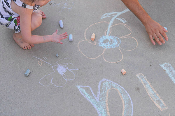 2draing with chalk with my kids 3 year old