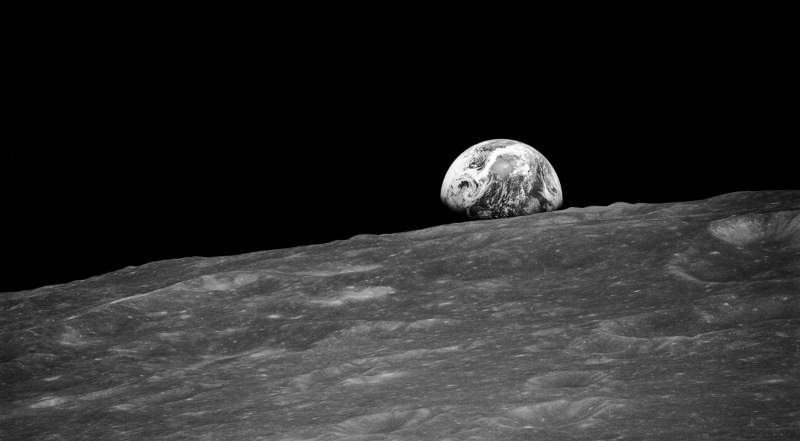 """The first """"earthrise"""" photo (featured)"""